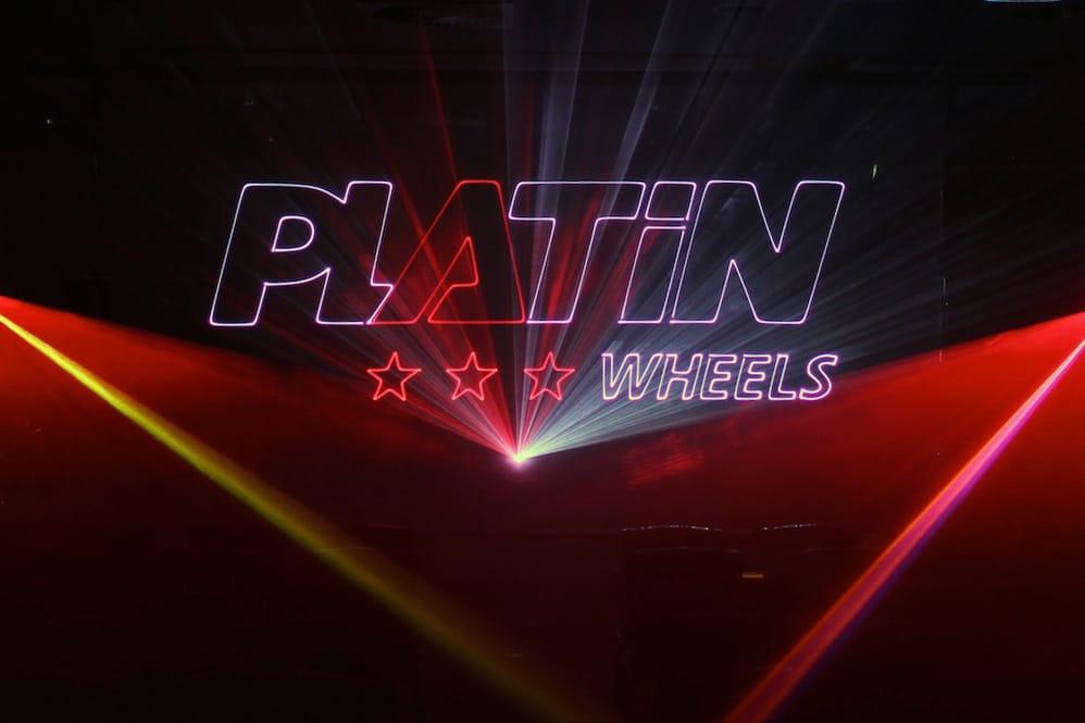 Logoprojektion mit Laser eines Reifenherstellers